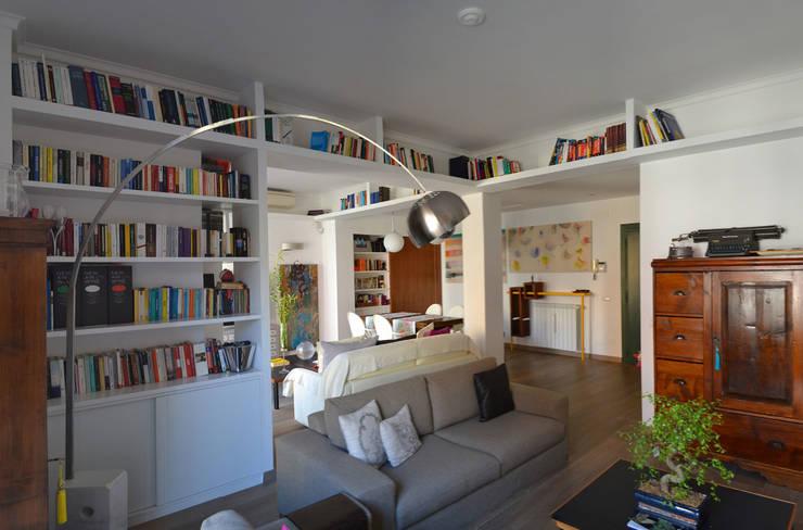 il soggiorno: Soggiorno in stile  di arch. Paolo Pambianchi