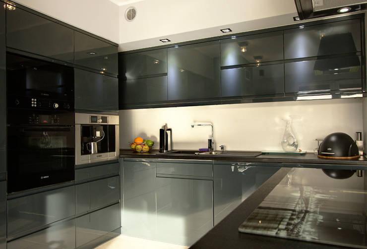 Luksusowe szarości: styl , w kategorii Kuchnia zaprojektowany przez Kameleon - Kreatywne Studio Projektowania Wnętrz