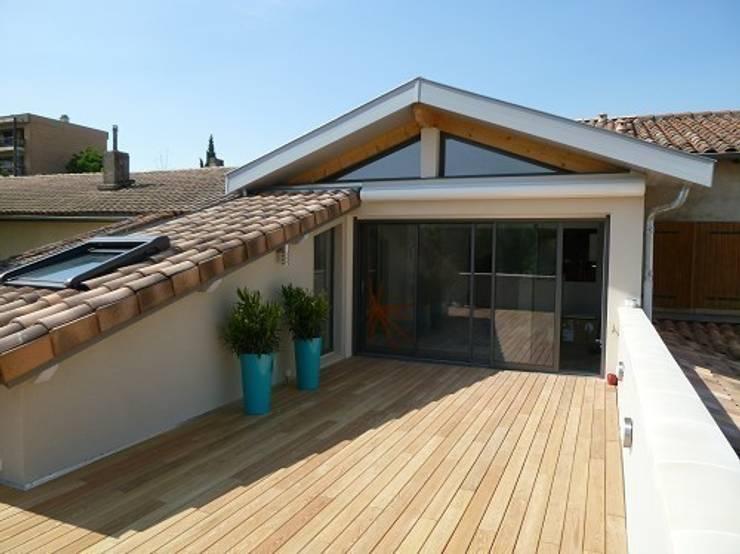 Rénovation Maison B: Terrasse de style  par FARACHE CLAUDE
