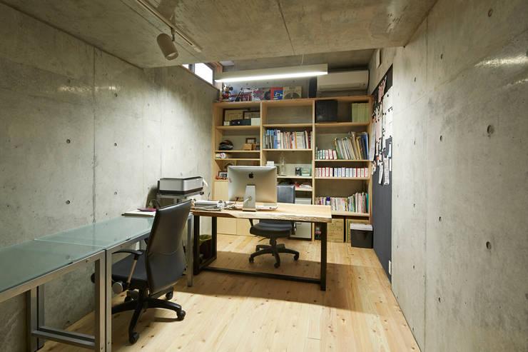 オフィス: 一級建築士事務所co-designstudioが手掛けた書斎です。
