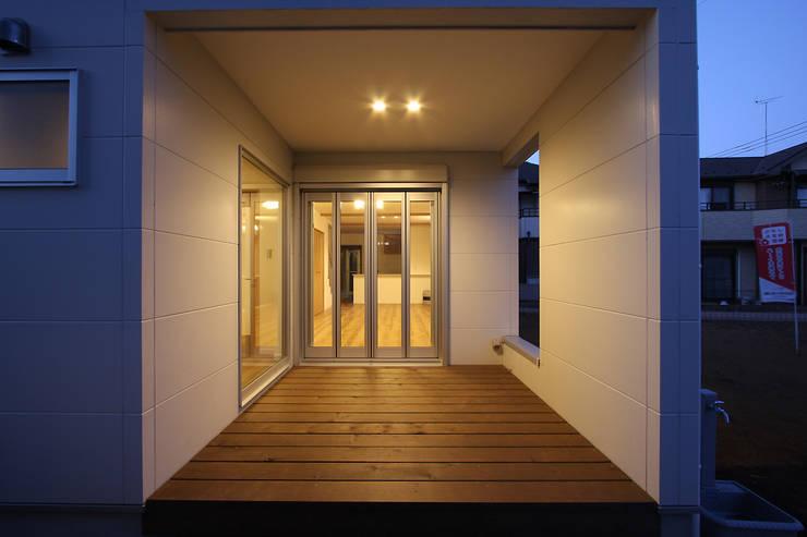 ガレージハウス: 株式会社ハウジングアーキテクト建築設計事務所が手掛けた家です。,オリジナル