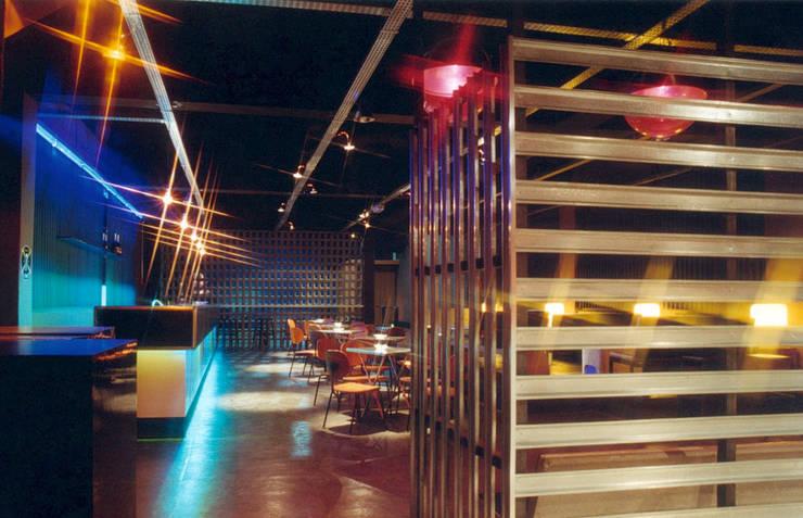 Stereo Club | casa noturna: Bares e clubes  por ARQdonini Arquitetos Associados