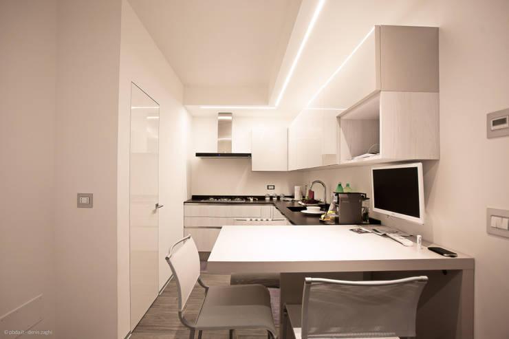 private house 13003: Cucina in stile in stile Moderno di piccola bottega di architettura