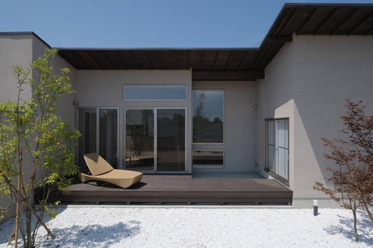 Rumah oleh 矩須雅建築研究所, Modern