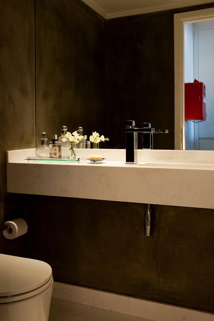 AM: Banheiros  por Flávia Gerab,Moderno