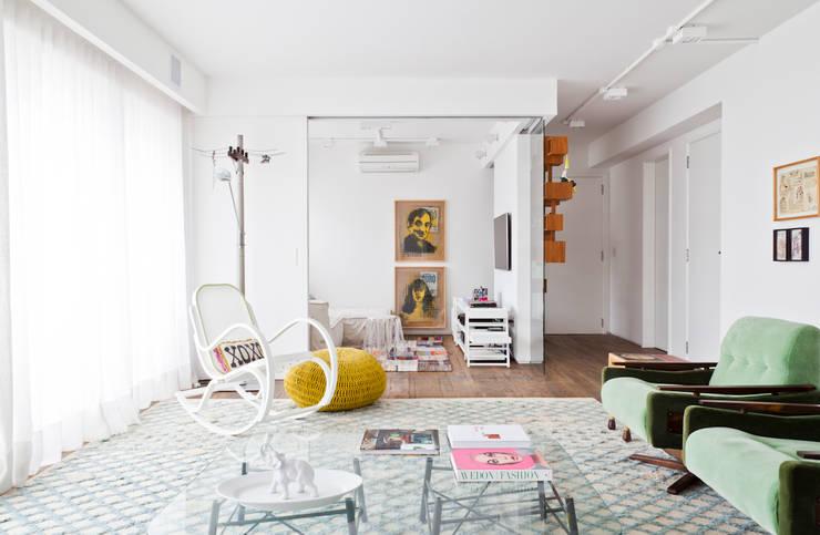 Salas de estilo  por Flávia Gerab