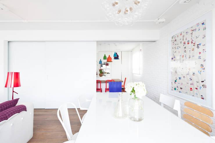 FA: Salas de jantar modernas por Flávia Gerab