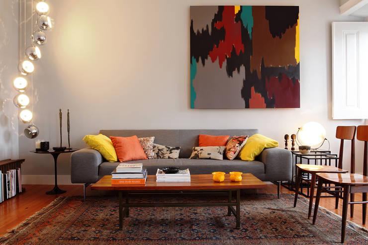 Livings de estilo ecléctico por Tiago Patricio Rodrigues, Arquitectura e Interiores