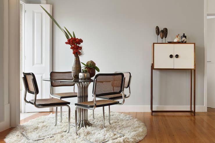 Apartamento A3_Reabilitação Arquitectura + Design Interiores: Salas de jantar  por Tiago Patricio Rodrigues, Arquitectura e Interiores