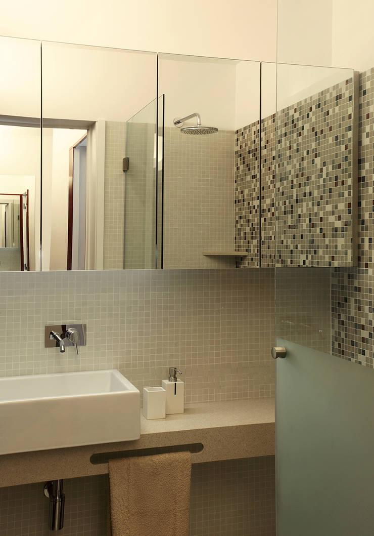 Ванные комнаты в . Автор – Tiago Patricio Rodrigues, Arquitectura e Interiores,