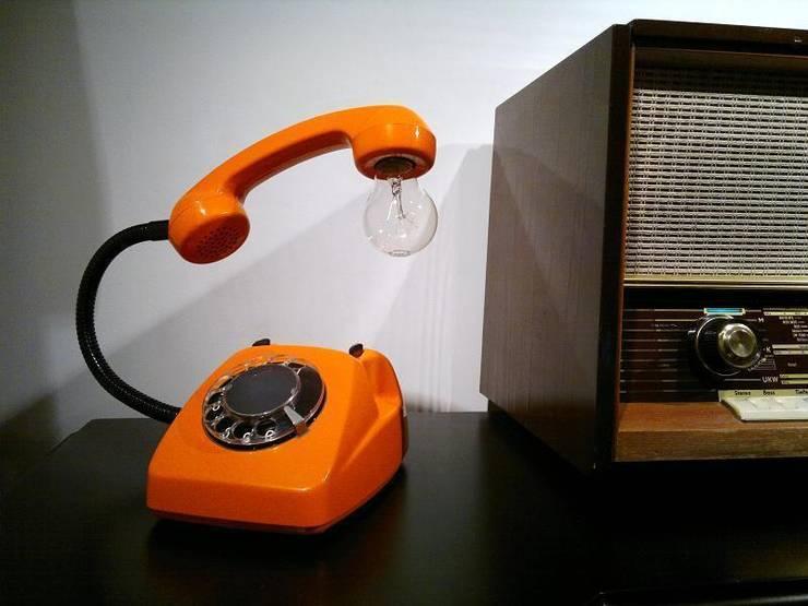 teleLAMPAfon - eReFeN 77': styl , w kategorii Domowe biuro i gabinet zaprojektowany przez RefreszDizajn