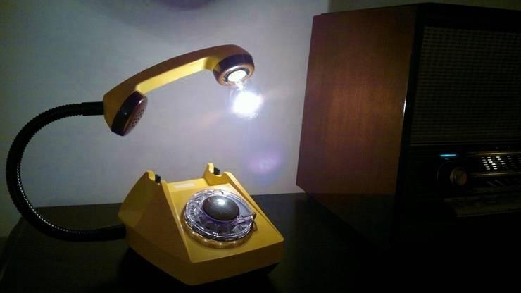 teleLAMPAfon - CzeSlav 84': styl , w kategorii Salon zaprojektowany przez RefreszDizajn