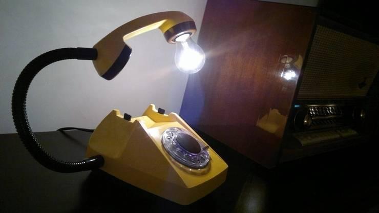 teleLAMPAfon - CzeSlav 84': styl , w kategorii Domowe biuro i gabinet zaprojektowany przez RefreszDizajn
