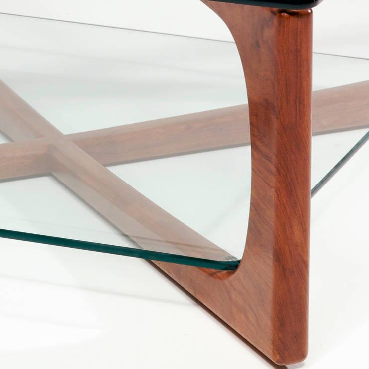 MESA DE CENTRO LOTO DETALLE : Salones de estilo  de Estudio de diseño,  espacios y mobiliario,  Carmen Menéndez