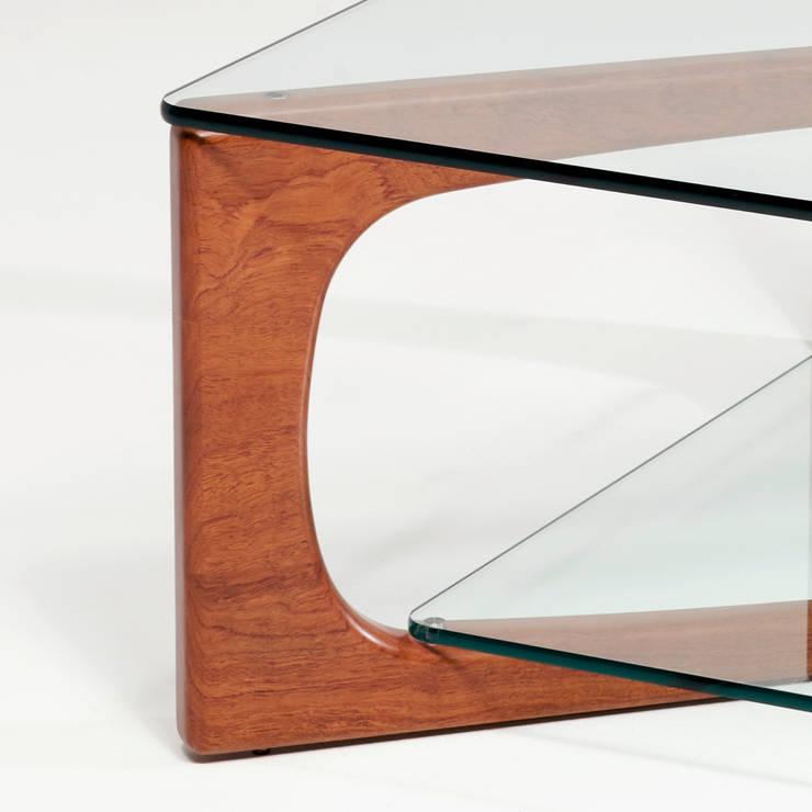 MESA DE CENTRO LOTO DETALLE: Salones de estilo  de Estudio de diseño,  espacios y mobiliario,  Carmen Menéndez