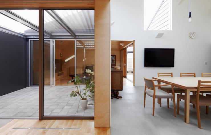 八木山のハウス: 齋藤和哉建築設計事務所が手掛けたダイニングです。,モダン