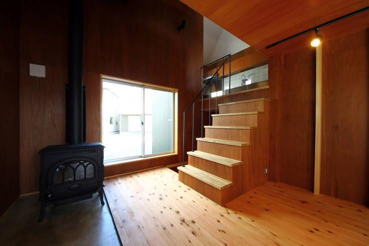 階段室: TABが手掛けた廊下 & 玄関です。