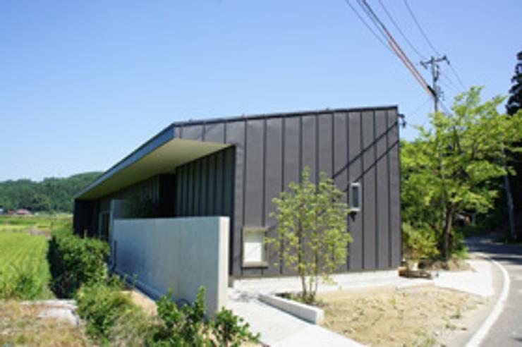 田園の中の家: たわら空間設計㈲が手掛けた家です。
