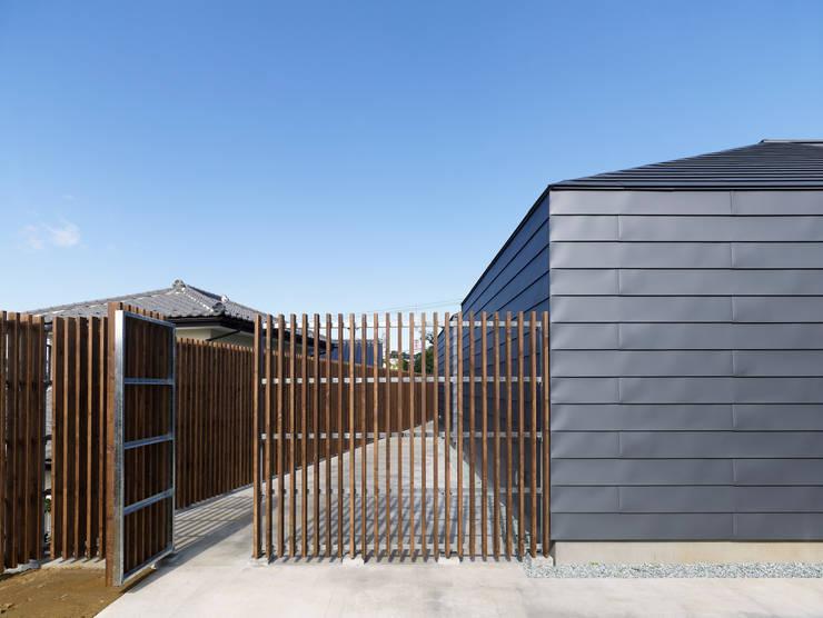 八木山のハウス: 齋藤和哉建築設計事務所が手掛けた家です。,モダン