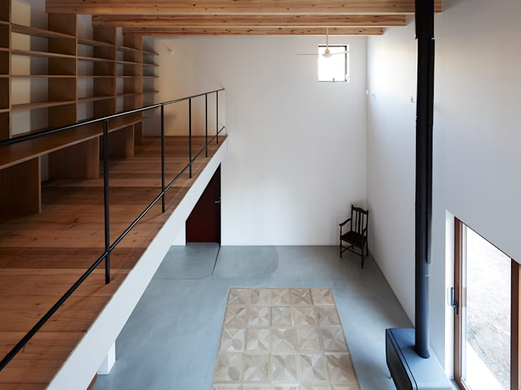 東九番丁のハウス: 齋藤和哉建築設計事務所が手掛けたリビングです。