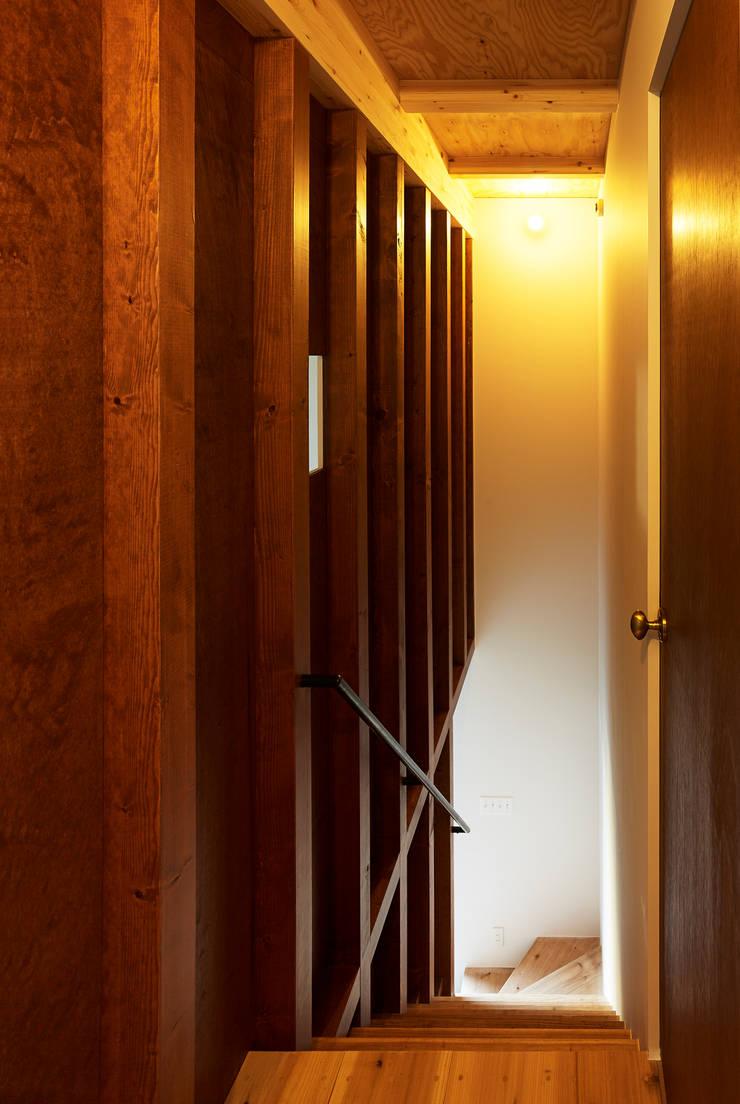 東九番丁のハウス: 齋藤和哉建築設計事務所が手掛けた廊下 & 玄関です。