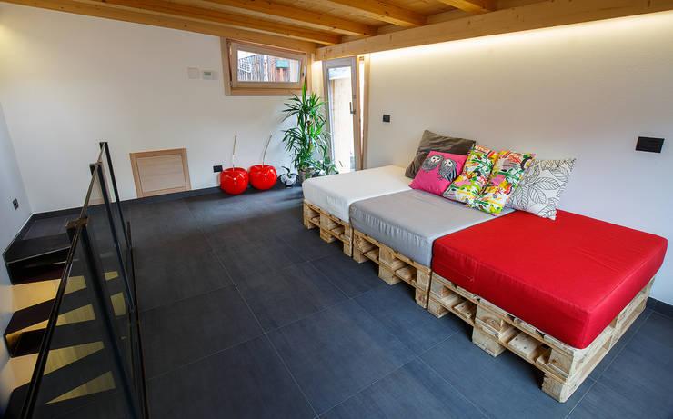JC's House: Soggiorno in stile  di BEARprogetti - Architetto Enrico Bellotti