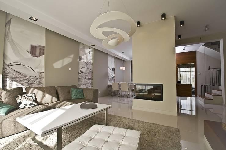 Dom prywatny w Gdynia 2010: styl , w kategorii Salon zaprojektowany przez formativ. indywidualne projekty wnętrz