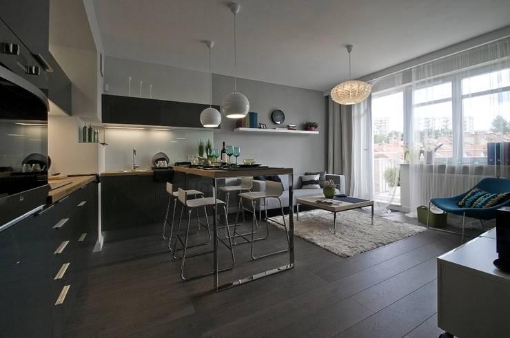 Mieszkanie pokazowe Invest Komfort 2010: styl , w kategorii Salon zaprojektowany przez formativ. indywidualne projekty wnętrz,