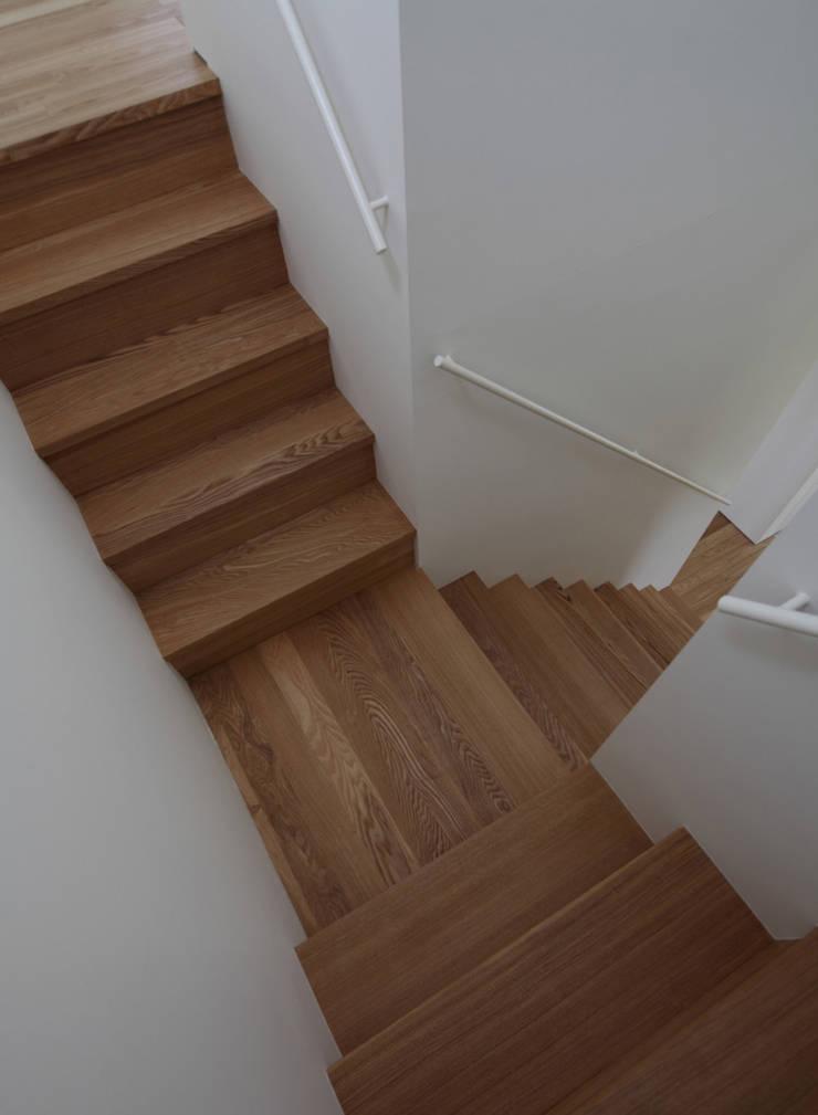 竹ノ腰の家: 松原建築計画 / Matsubara Architect Design Officeが手掛けた廊下 & 玄関です。
