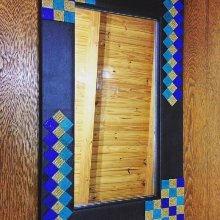 Espejos decorados con venecitas: Paredes y pisos de estilo  por ArteSana