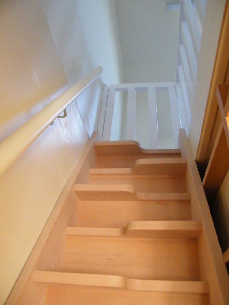 tkstairs case study 8400-Cobham:  Corridor, hallway & stairs by TKstairs