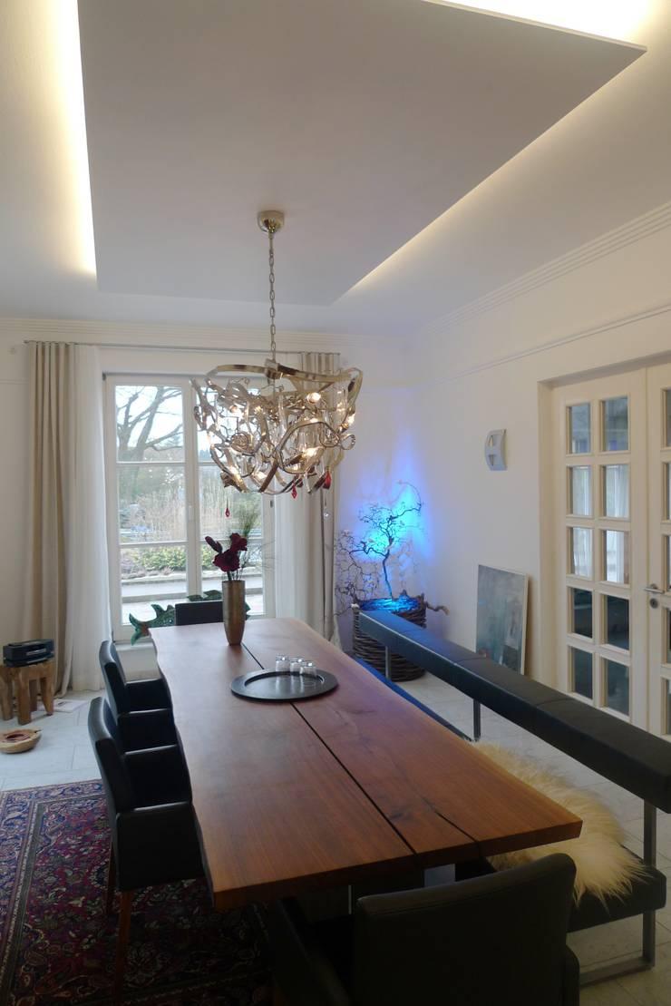 Villa S in St. Ingbert Klassische Esszimmer von Bolz Licht und Wohnen · 1946 Klassisch
