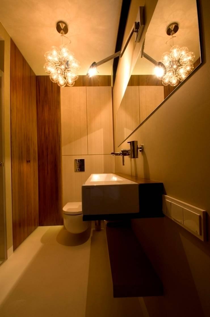 Apartament w Gdynia 2011: styl , w kategorii Łazienka zaprojektowany przez formativ. indywidualne projekty wnętrz