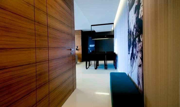 Apartament w Gdynia 2011: styl , w kategorii Korytarz, przedpokój zaprojektowany przez formativ. indywidualne projekty wnętrz