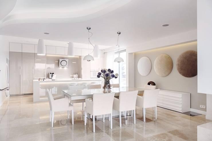 Dom prywatny 2012: styl , w kategorii Jadalnia zaprojektowany przez formativ. indywidualne projekty wnętrz