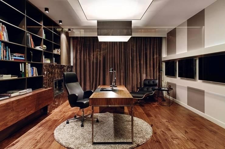 Dom prywatny 2012: styl , w kategorii Domowe biuro i gabinet zaprojektowany przez formativ. indywidualne projekty wnętrz