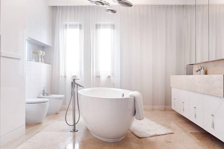 Dom prywatny 2012: styl , w kategorii Łazienka zaprojektowany przez formativ. indywidualne projekty wnętrz
