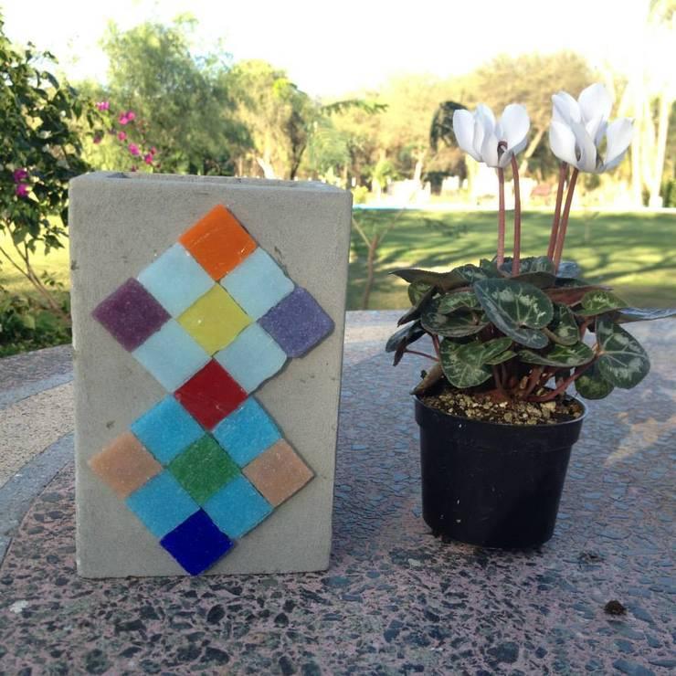 Maceta de cemento 10x15 cm: Jardines de estilo moderno por ArteSana