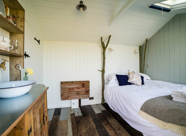 Huts: country Bedroom by Plankbridge