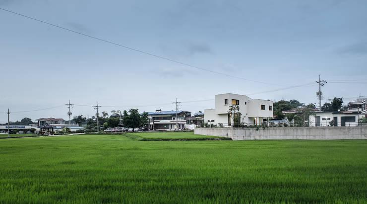 청원 단독주택 [라온재]: KDDH Architects의  주택