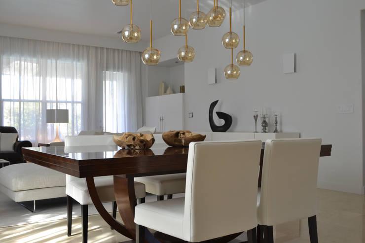 Rick & Garland's House | LAS VEGAS 1.0: Soggiorno in stile  di Interni 44 di Silvia Camerotto