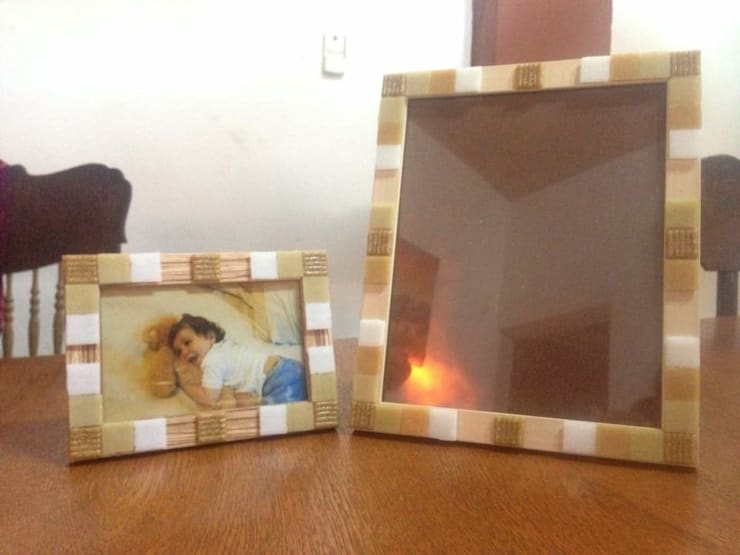 Portarretratos decorados con venecitas: Hogar de estilo  por ArteSana