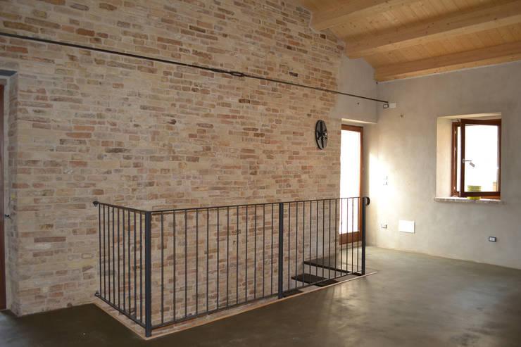 Dormitorios de estilo moderno de arch.Officina Moderno