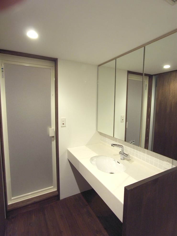 洗面化粧室: 一級建築士事務所co-designstudioが手掛けた浴室です。