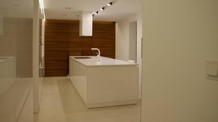 white mat: styl , w kategorii Kuchnia zaprojektowany przez t design