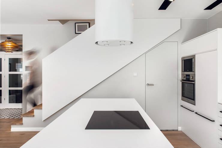 Dom prywatny 2013: styl , w kategorii Kuchnia zaprojektowany przez formativ. indywidualne projekty wnętrz,Skandynawski