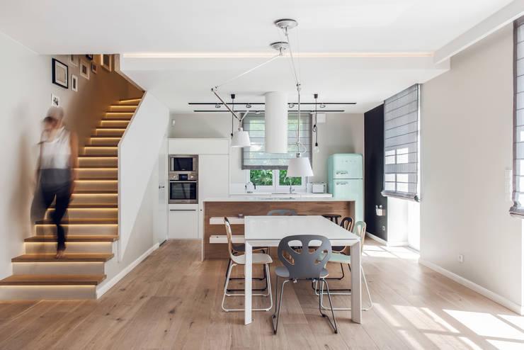 Dom prywatny 2013: styl , w kategorii Jadalnia zaprojektowany przez formativ. indywidualne projekty wnętrz,Skandynawski