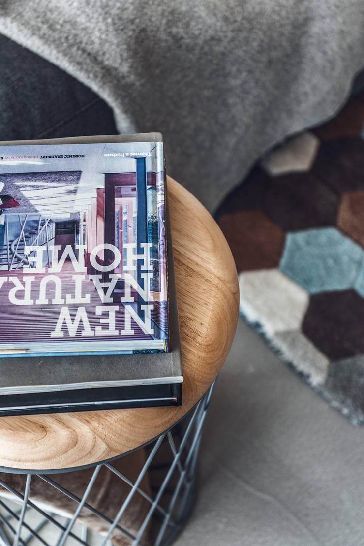 Dom w Gdyni 2015: styl , w kategorii Salon zaprojektowany przez formativ. indywidualne projekty wnętrz,
