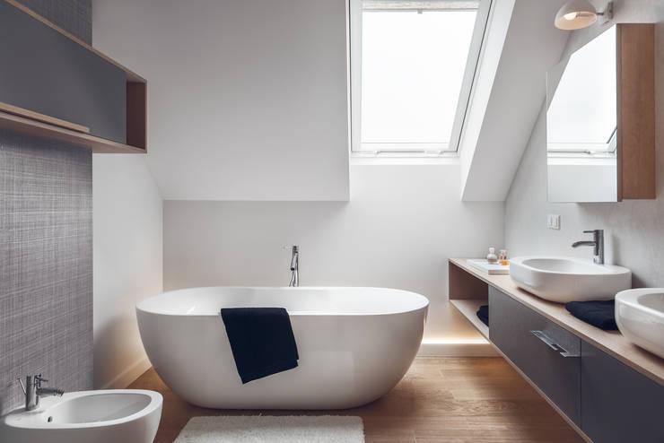 Dom w Gdyni 2015: styl , w kategorii Łazienka zaprojektowany przez formativ. indywidualne projekty wnętrz