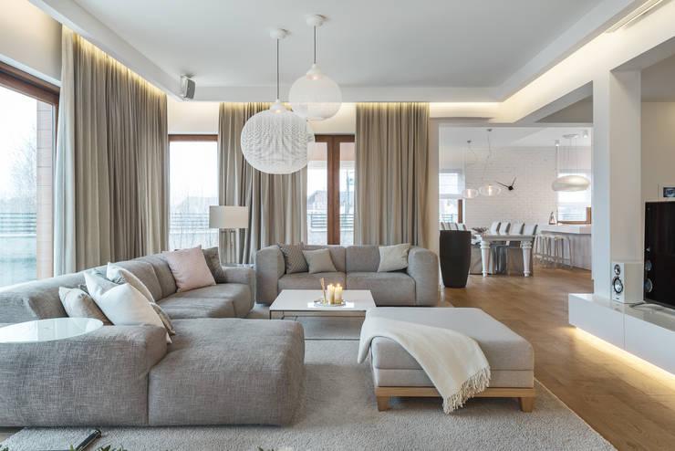 Dom w Gdańsku 2014: styl , w kategorii Salon zaprojektowany przez formativ. indywidualne projekty wnętrz